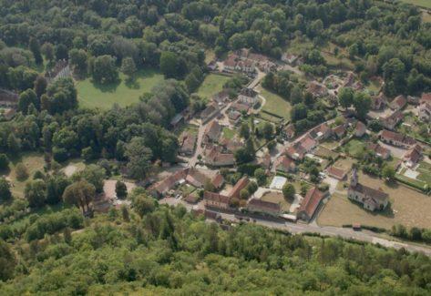 Vue de Lusigny-sur-Ouche par avion