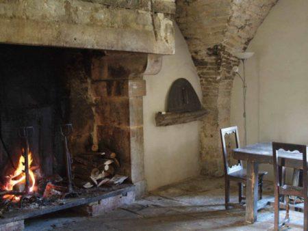 Château de Lusigny l'ancienne cuisine et sa cheminée