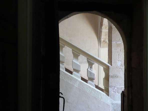 Porte sur l'escalier château de Lusigny
